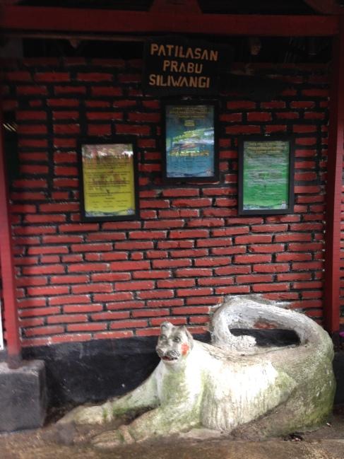 PS : Ini salah satu area yang menggambarkan area petilasan Prabu Siliwangi