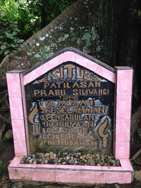 PS : Di 7 mata air ini / sumur ini yang di percaya sebagai tempat petilasan dari Prabu Siliwangi