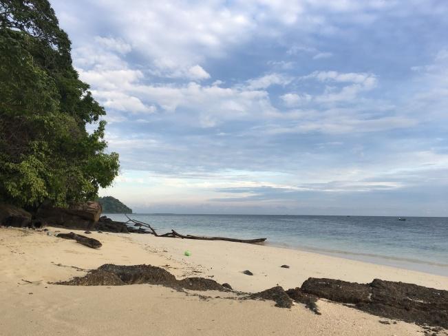 Sekeliling Pantai Saronde