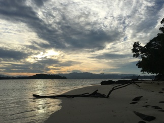 Jalan2 pagi hari di Pulau Saronde